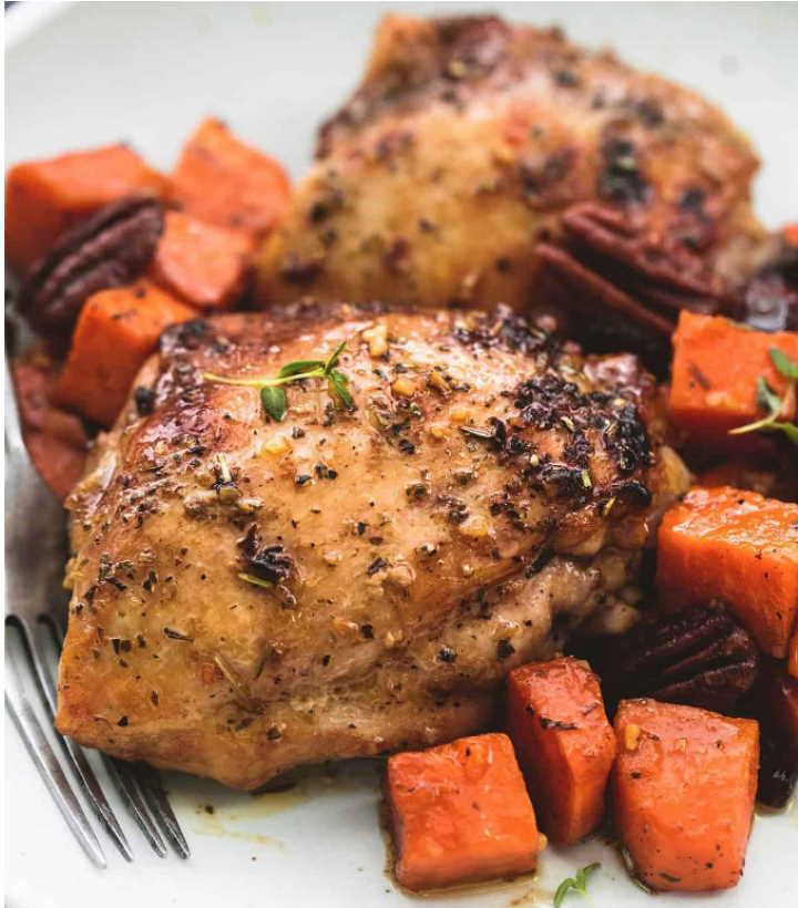 Курица в сладком картофеле жаренная в сливочно-медовом соусе